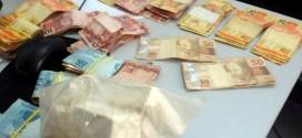 Homem é preso com 6 mil reais e 500 gramas de cocaína