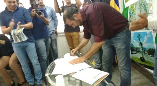 Prefeito Renato de Castro assina  ordem de serviço no mês de Aniversario de Goianésia