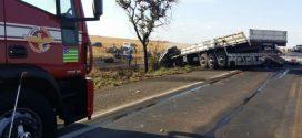 Acidente entre dois caminhões na BR-153 deixa uma vítima fatal
