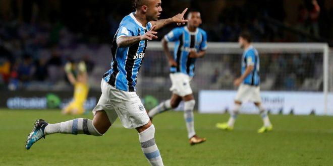 Everton sai do banco e garante Grêmio na final