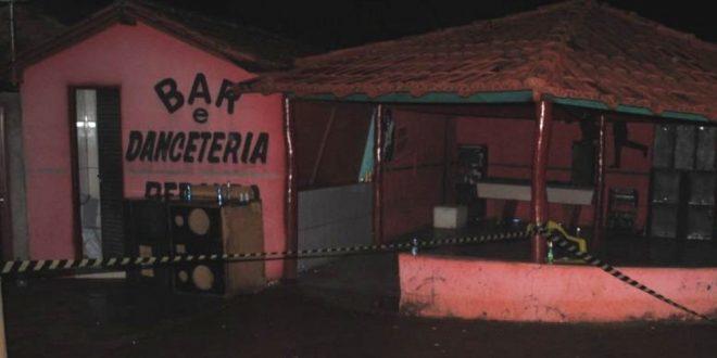 Homem atira e mata dois clientes em bar de Barro Alto