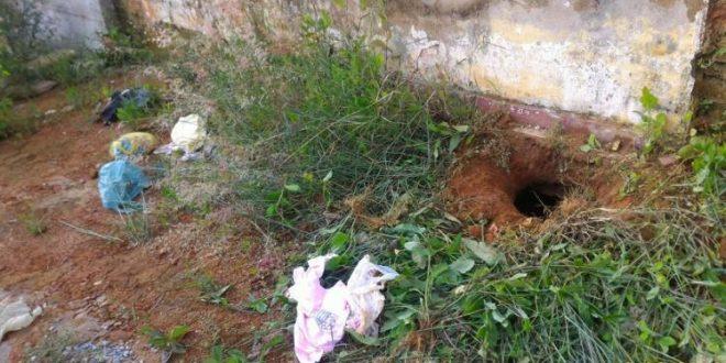 Por um buraco na latrina, cinco presos fogem da cadeia de Itapuranga