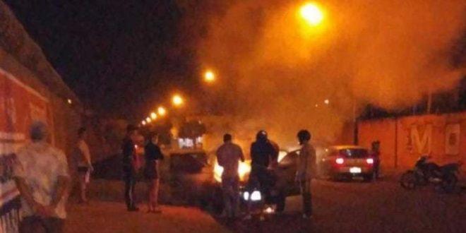 Homem em Itumbiara, confunde carro na entrada de motel com o da esposa, e ateia fogo