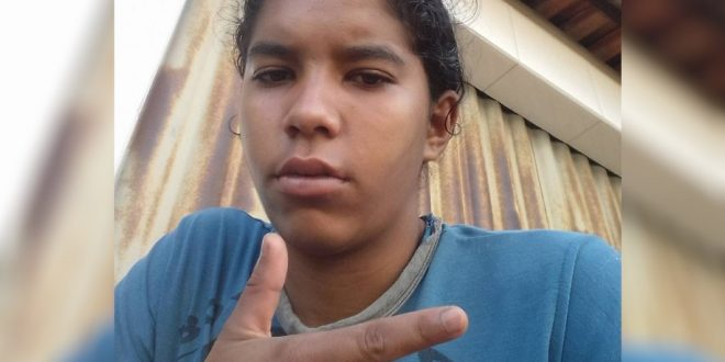 Jovem é morta a tiros após ser chamada na porta de casa, em Goiânia