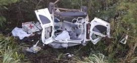Paciente morre após ambulância bater contra dois caminhões na BR-153, em Ceres