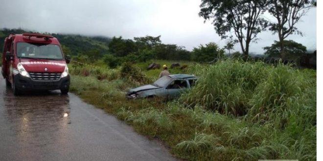 Acidente na GO-230 em Santa Isabel, deixa uma pessoa morta e uma ferida