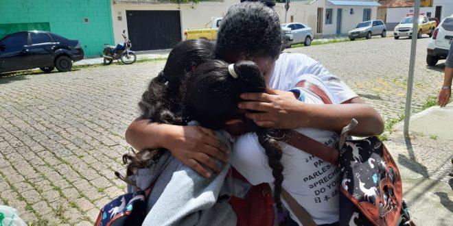 Adolescentes atiram dentro de escola e matam 8 pessoas em Suzano, diz polícia