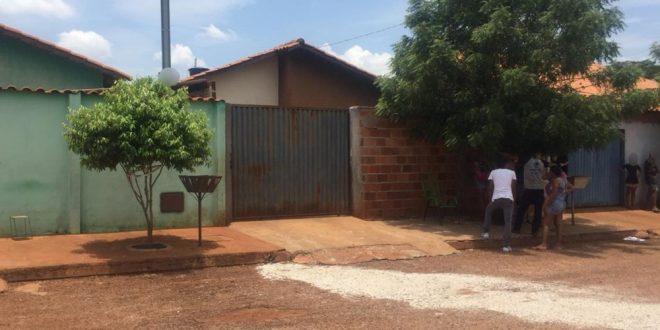 Mãe alega que matou o filho enforcado porque ele não quis limpar a casa de madrugada, diz delegado