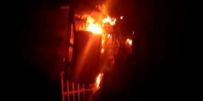 Veiculo capota e pega fogo na GO-230 em Rianápolis nesta madrugada