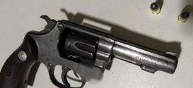 ao prender homem com revólver municiado Polícia evita mais um homicídio em Goianésia