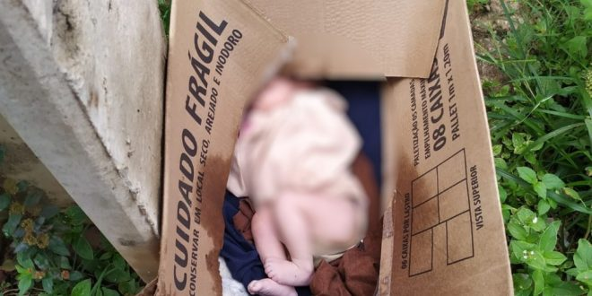 Recém-nascido é encontrado dentro de caixa de papelão deixada em calçada de Goiânia