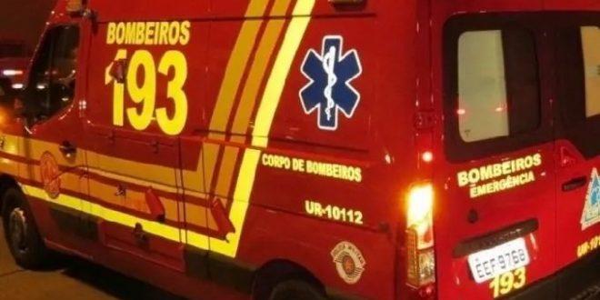 Jovem de 19 anos é socorrido pelo Corpo de Bombeiros após colidir veículo em árvore na região oeste de Goianésia