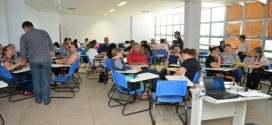 Governo Ronaldo Caiado  sanciona lei que aumenta em até 64% salário de professores temporários da rede estadual