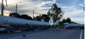 PRF faz em Jaraguá apreensão de carga irregular de combustível avaliada em 400 mil