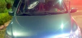 Peça de caminhão atinge carro e causa morte de criança na BR-153, em Jaraguá