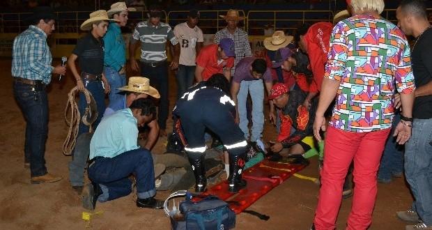 Peão morre após ser atingido por touro durante rodeio em Goiás
