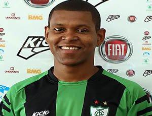 Goianésia contrata lateral-esquerdo que estava no Central de Caruaru