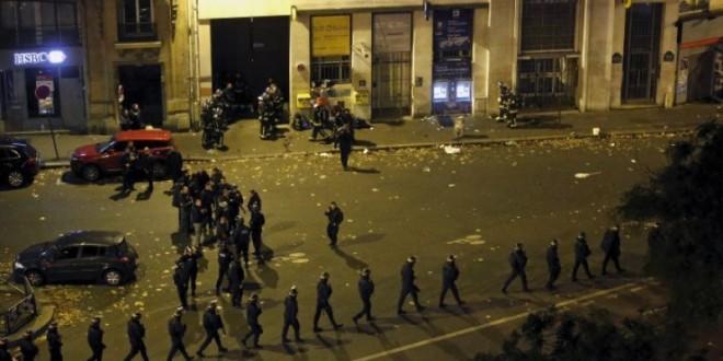 Terroristas matam ao menos 100 em casa de shows