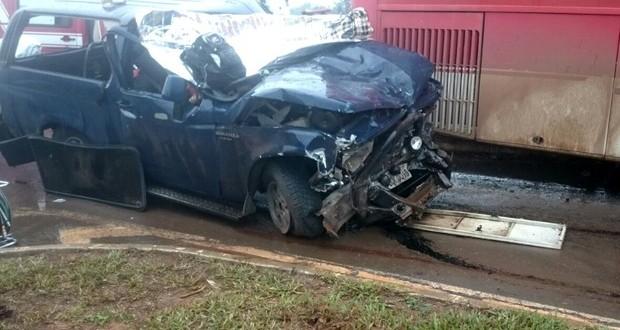 Acidente entre caminhonete e ônibus deixa cinco mortos na BR-020, em GO