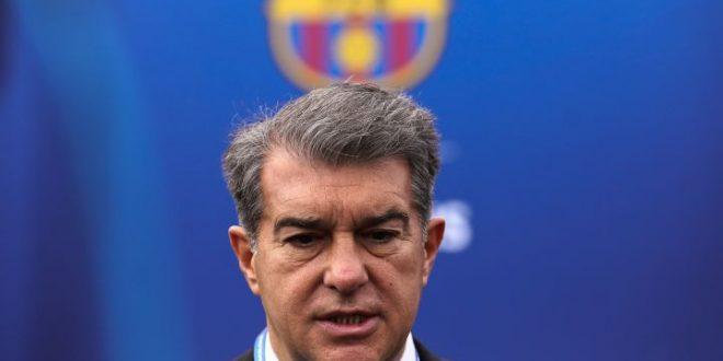"""Presidente do Barcelona é acusado de assédio: """"Com 18 anos, me liga"""""""
