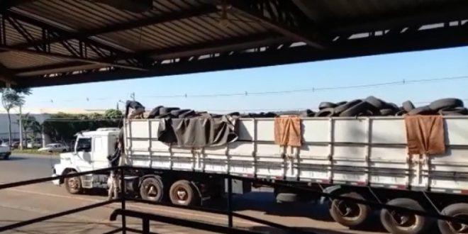 PRF apreende carreta carregada com pneus contrabandeados em Rio Verde