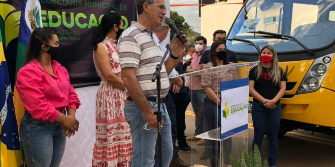 Deputado Federal José Mario visita Barro Alto para entrega de ônibus escolar