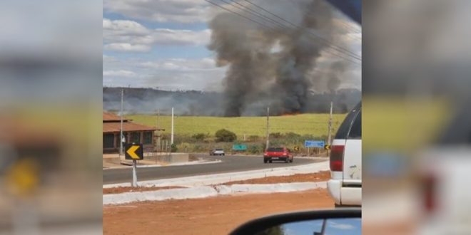 Incêndio em canavial causa 'apagão' por 8 horas em Carmo do Rio Verde e São Patrício