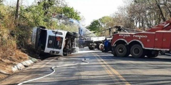 Acidente próximo a Uruaçu deixa BR-153 interditada por mais de 5 horas