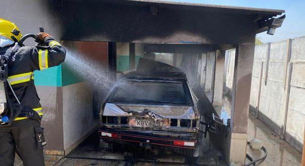 veículo pega fogo em uma casa no Bairro Nova Fíica em Goianésia